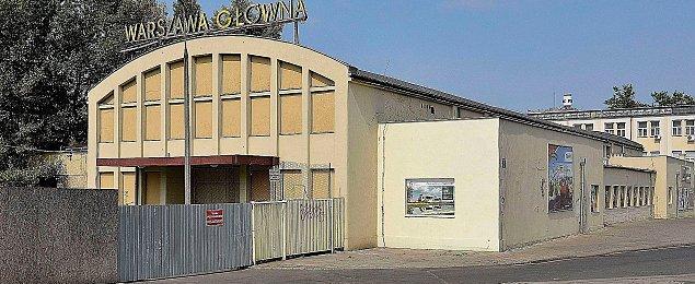 Warszawa G��wna op�niona. P�tora roku w plecy