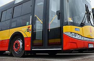 Autobus staranowa� auta. Nieoficjalnie: kierowca zasn��