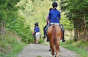"""Startują """"Wakacje w siodle"""". Zajęcia dla miłośników jazdy konnej"""
