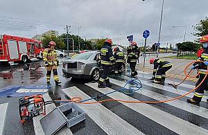 Zderzenie dwóch aut na Bemowie. Du¿e utrudnienia