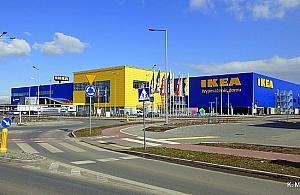 Chc� grupowo wej�� do sklepu IKEA bez maseczek. O co chodzi?