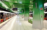 Trzy stacje metra sparali�owane. Zn�w kto� zostawi� plecak