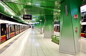 Trzy stacje metra sparaliżowane. Znów ktoś zostawił plecak