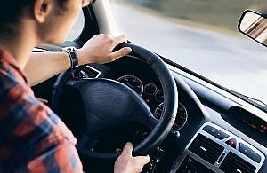 Kierowcy rezygnuj±, klienci p³ac± wiêcej. Uber w tarapatach?