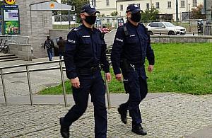 """Policja: """"Zero tolerancji za brak maseczki"""". Ponad czterysta osób nie przyjê³o mandatu"""