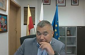 """Proszê usun±æ psa z sali"". Absurdy obrad online"