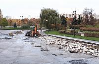 Koparka w parku Bródnowskim. To pocz±tek remontu
