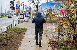 Kawa³ek chodnika na Modliñskiej. Piesi zyskali... 250 metrów