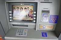 Okradziona przy bankomacie na Wrzecionie. Z³odziej od razu poszed³ na zakupy