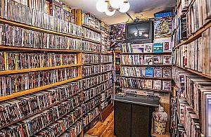 """""""W starym stylu"""". Na Wrzecionie od 30 lat dzia³a wypo¿yczalnia kaset VHS"""