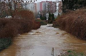 """Rw±ca rzeka w centrum osiedla. """"Szykuj± apartamenty z w³asn± lini± brzegow±"""""""