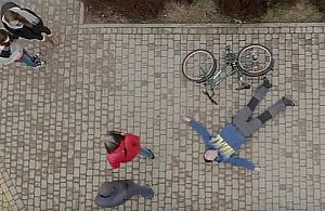 Chwyci³ siê za serce, spad³ z roweru i umar³. Nikt nie pomóg³