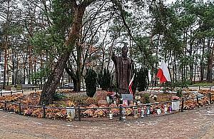 Ca³odobowy monitoring pomnika Jana Paw³a II. W internecie zawrza³o