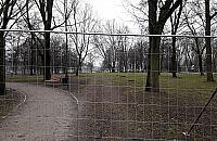 W parku na Woli ruszy³a kontrowersyjna budowa. Kolejne upamiêtnienie powstania