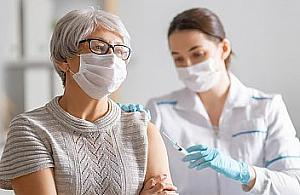 """Nauczyciele skar¿± siê na grypopodobne objawy po szczepieniu. """"To normalne"""""""