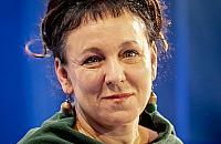 Olga Tokarczuk trafi na mural? Dwaj nie¿yj±cy nobli¶ci wci±¿ czekaj± na upamiêtnienie