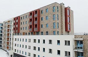 """Ogród na dachu, d¼wiêkoch³onne okna, gara¿ podziemny. Ratusz zbudowa³ mieszkania """"dla najbardziej potrzebuj±cych"""""""