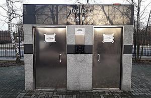 Wodoci±gowcy unieruchomili toaletê w parku Sowiñskiego