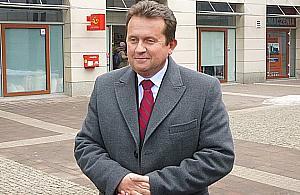 Prezydent Smogorzewski sporo zarobi³ na sprzeda¿y dzia³ki. Jego radni ucinaj± temat