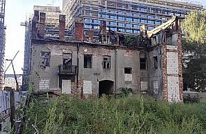 W³a¶ciciel ruiny przy £uckiej nie ma lekko. Burmistrz zawiadomi³ prokuraturê, konserwator ukara³ grzywn±