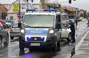 Straci³ przytomno¶æ za kierownic±. ¯ona dziêkuje wolskim policjantom za szybk± pomoc
