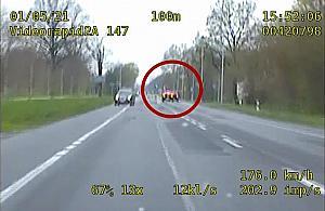 Ucieka³ z prêdko¶ci± ponad 200 km/h. Policyjny po¶cig zakoñczony w rowie