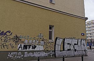 """Bazgro³y na odnowionych fasadach budynków. Prokuratura: """"To nie jest czyn zabroniony"""""""