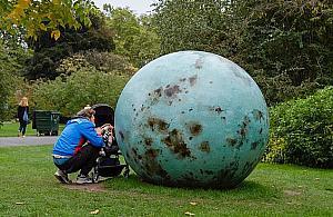 W centrum Warszawy stanie... graj±ce jajko. To nowe dzie³o autorki palmy