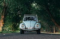 Ozonowanie samochodu - popularna metoda walki ze szkodliwymi mikroorganizmami oraz niechcianymi zapachami
