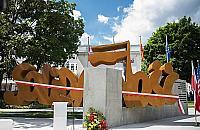 """Pomnik """"Solidarno¶ci"""" w Warszawie. Nie zabrak³o kontrowersji"""