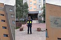 Potê¿ny huk obudzi³ mieszkañców ulicy Ksawerów. Fragment elewacji spad³ przed wej¶ciem