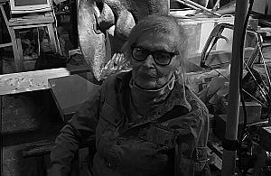 Zmar³a Wanda Cze³kowska, rze¼biarka tworz±ca na Mokotowie