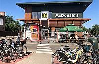 McDonald's z p³atnym parkowaniem. Powód? Wodny plac zabaw