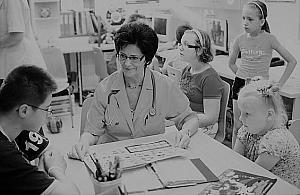 Zmar³a prof. El¿bieta Piontek, lekarka z Centrum Zdrowia Dziecka