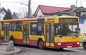 """Autobus 115 ci±gle spó¼niony. Winny """"leniwy szlaban"""""""