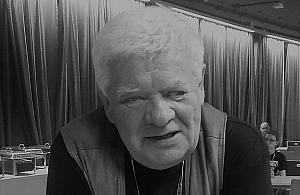 Tomasz Knapik spocz±³ na Starych Pow±zkach