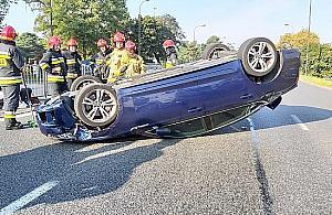 Gro¼ny wypadek na Czecha. Auto dachowa³o