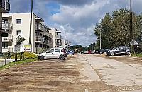 Budowa ulicy nie mo¿e ruszyæ. Blokuj± j± zaparkowane auta