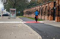Bezpieczniej przy cmentarnej bramie. Przebudowali drogê rowerow±