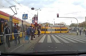 Kolizja dwóch tramwajów. Kierowca nagra³ zderzenie